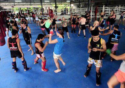 lezione-di-gruppo-di-muay-thai